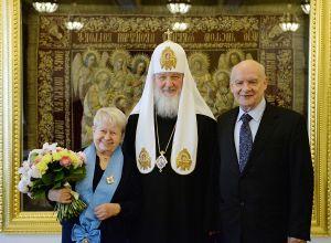 Награждение Патриархом Кириллом Александры Пахмутовой