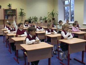 По мнению родителей воспитанию нравственности и патриотизма в школах РФ уделяется мало внимания